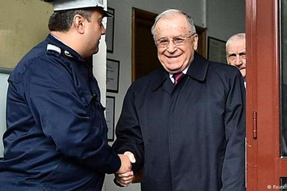 <p>Йон Ілієску після допиту у військовій прокуратурі, архівне фото</p> — Екс-президенту Румунії висунуто звинувачення у злочинах проти людяності