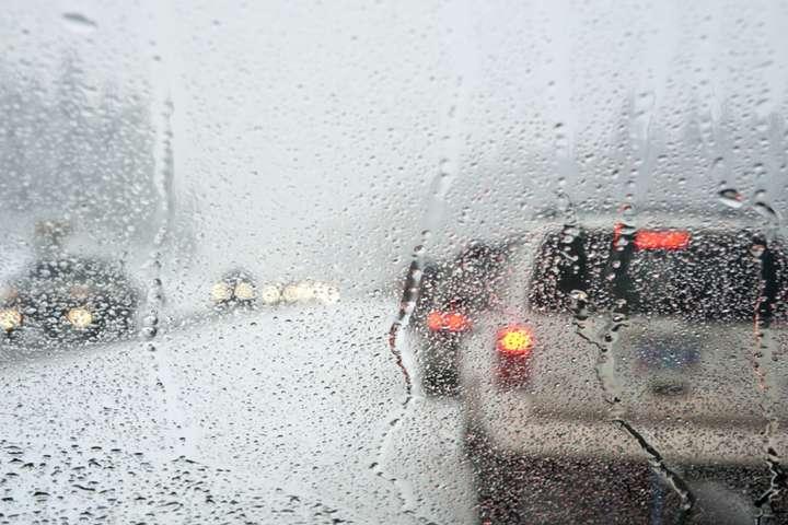 Увага! У понеділок на Прикарпатті значні опади та ожеледиця на дорогах
