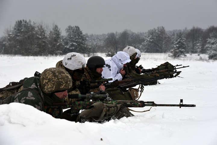 <p>Підрозділи Об'єднаних сил у відповідь на провокації застосовували чергові вогневі засоби</p> - Окупанти два рази порушили режим тиші на фронті