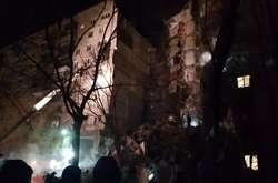 Фото: — Рятувальники припускають, що під завалами ще можуть знаходитися люди