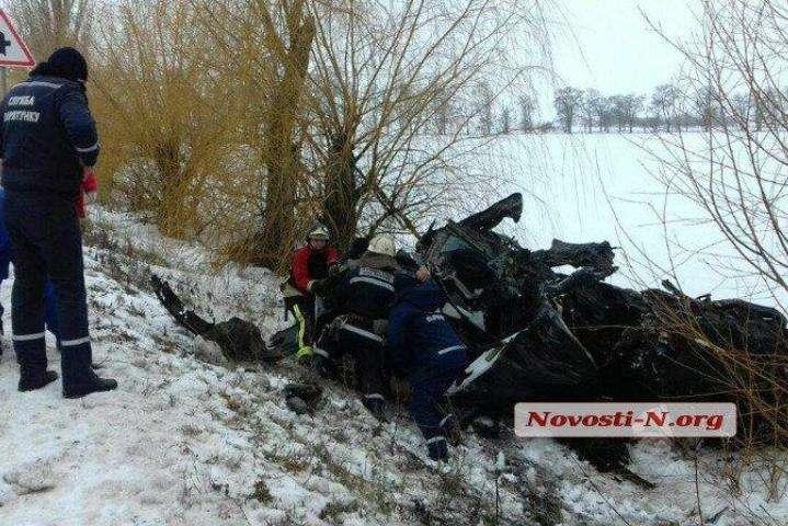 Внаслідок лобового зіткнення автомобілів на Миколаївщині загинули щонайменше восьмеро людей — На Миколаївщині у страшному ДТП загинули вісім людей, серед яких 7-місячна дитина