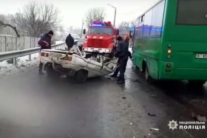 В Обухові сталася жахлива ДТП - Жахливе ДТП на Київщині: «Запорожець» зіткнувся з маршруткою. Є загиблі