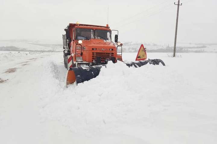 Снігопади на Запоріжжі: дві автомобільні дороги вже відкриті для транспорту