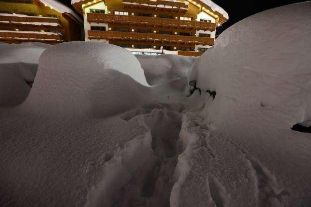 Шторм у Європі: сильний снігопад забрав життя 13 людей (ФОТО, ВІДЕО)
