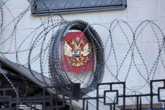 За словами Шевченка, полегшити запровадження нових санкцій зможе нещодавно ухвалений «закон Магнітського» — Канада готує нові санкції проти Росії — посол
