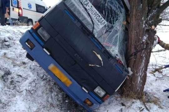 <span>Автобус їхав з Одеси до Енергодара</span> — На Херсонщині пасажирський автобус з'їхав у кювет, є поранені