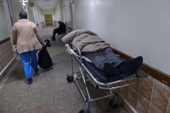 Медичних документів, що підтверджують смерть від серцевогонападу, поки немає, — поінформувавпредставник уповноваженого з прав людини в Луганській і Донецькій областях — На КПП біля окупованої Горлівки від серцевого нападу померли троє чоловіків