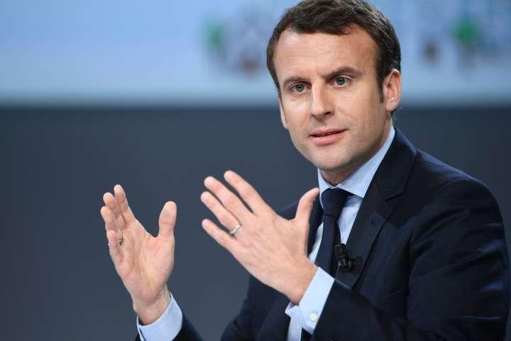 Еммануель Макрон оголосивчерез протести у Франції надзвичайний економічний стан - Макрон відмовився їхати у Давос