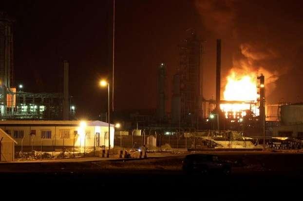 Вибухсколихнув портове місто Аден у Ємені — У Ємені стався потужний вибух на нафтовому заводі