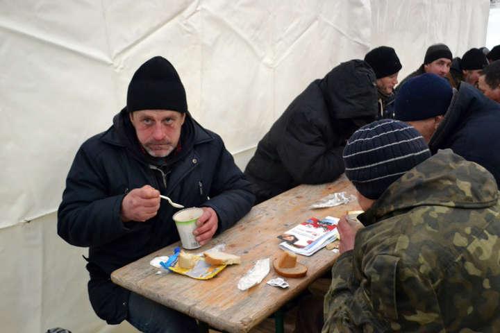 Пункт обігріву на Куликовому полі в Одесі - Пунктом обігріву на Куликовому полі в перший день скористалися більше трьохсот людей