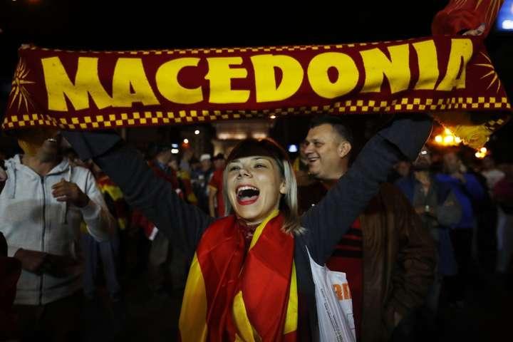 Поправки передбачають зміну назви країни на «Північну Македонію» — Шлях до НАТО відкритий: парламент Македонії підтримав перейменування країни