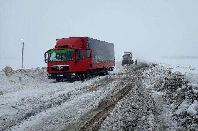 Снігопад на Полтавщині: за добу із заметів витягли понад 60 машин і автобусів