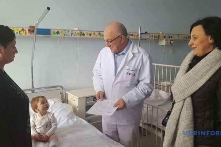 Український консул у Варшаві взяла під опіку дитину загиблого журналіс