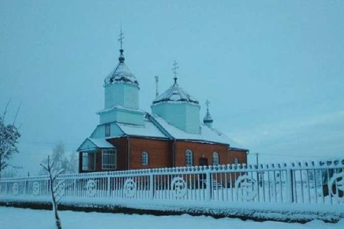 Інцидент стався через приналежність Свято-Михайлівського храму до Православної церкви України - Жителі на Волині не пустили до храму єпископа Московської церкви