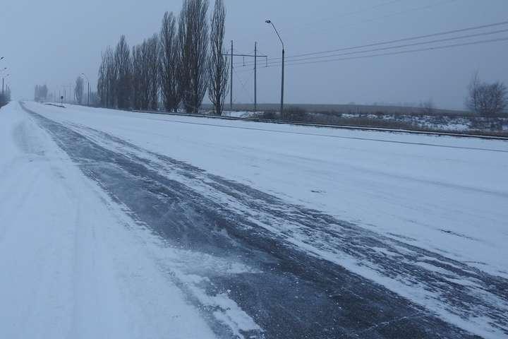 Погіршення погодних умов: водіям Київщини радять утриматися від далеких поїздок