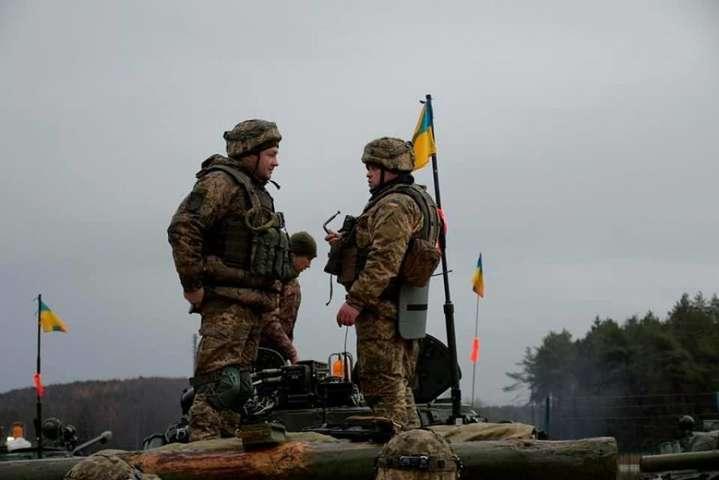 Внаслідок обстрілів на Донбасі загинув український військовий