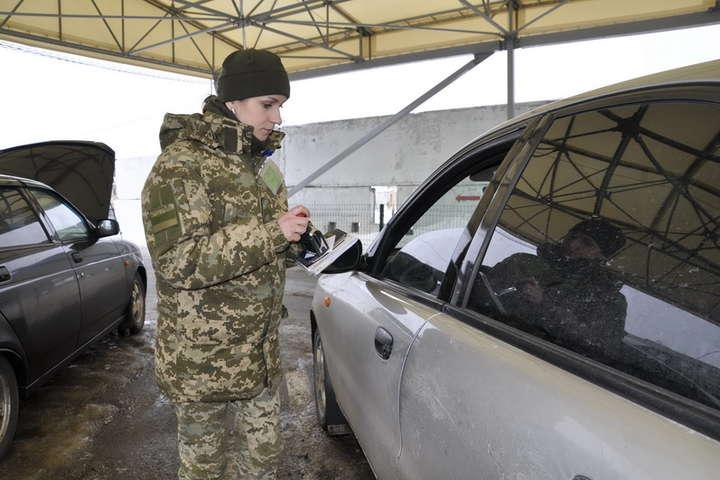 <p>Прихильника бойовиків 17 січня затримали на КПВВ «Мар'їнка»</p> - Прикордонники біля Мар'їнки затримали 20-річного посіпаку бойовиків