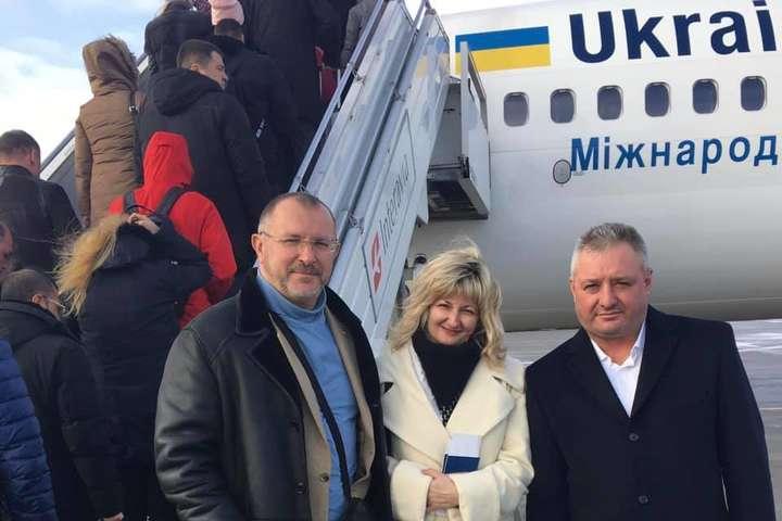 <p>Сестра Дениса Гриценка та батько Василя Сороки полетіли у Страсбург</p> - Родичі українських моряків вилетіли до Страсбурга на сесію ПАРЄ