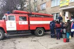 Фото: — <span>Щоб забезпечити жителів Бердянська питною водою, її підвозять машини ДСНС</span>