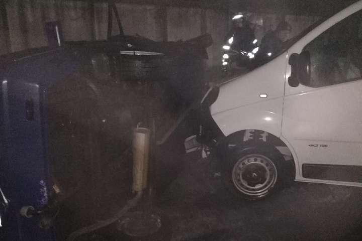 Внаслідок зіткнення з мікроавтобусом«Славута» перекинулася - ДТП у Яготині: рятувальники деблокували пасажирку «Славути» (фото)