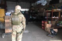 Фото: — У проведенні обшуку взяли участь прикордонники і податківці із залученням спецпідрозділу «Дозор»