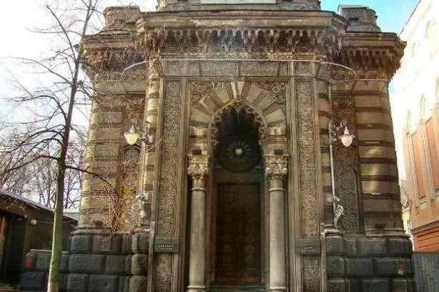 Із 1981 Будинок актора розташовується в приміщенні колишньоїкараїмської кенаси, архітектором якої був Владислав Городецький