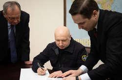 Фото: — За проектом Українського біблійного товариства кожен охочий може вписати один з віршів Святого Письма