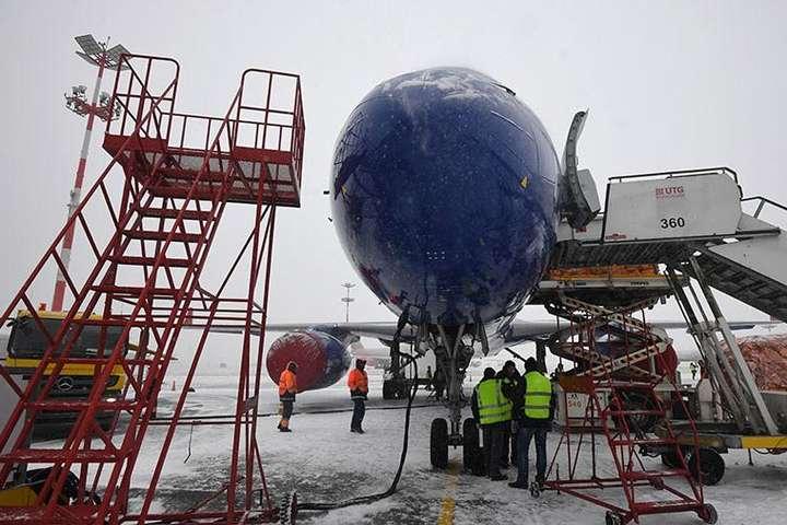 <span>В аеропорту Барнаула впав трап літака</span> - В аеропорту російського Барнаула звалився трап, п'ятеро осіб постраждало