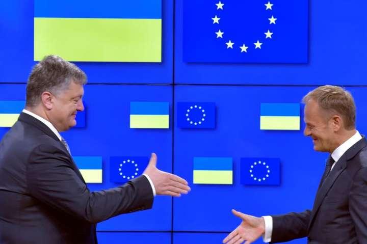 <span>Президент України Петро Порошенко і президент Європейської ради Дональд Туск, Брюссель, 22 червня 2017 року</span> - Дональд Туск наступного тижня приїде в Україну