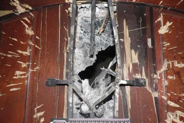 Вибух пошкодив вхідні двері будинку у Рівному - У Рівному біля приватного будинку стався вибух