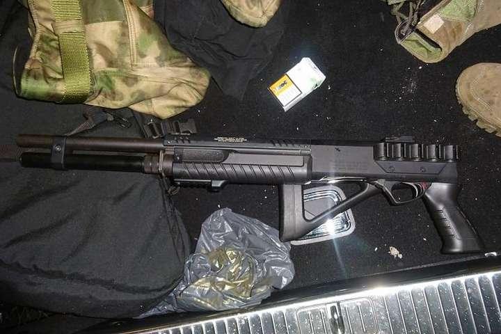 Правоохоронці вилучили у порушника рушницю та дозвіл на зброю - Поліція вивчає обставини нічної стрілянини у Києві