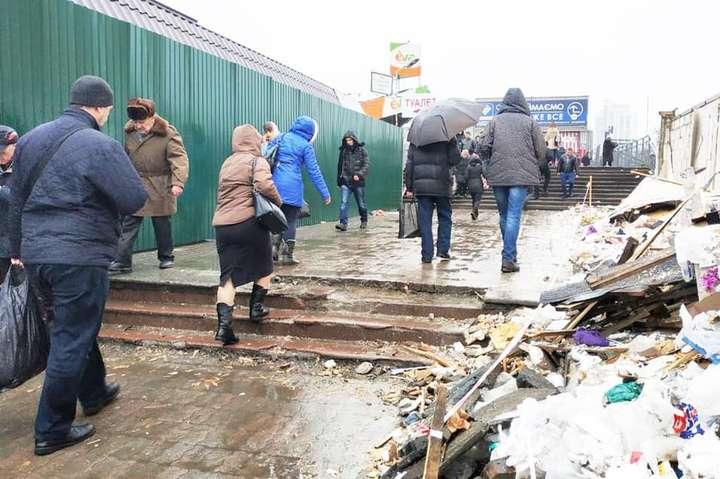 Перехід звільнено від стихійної торгівлі - Перехід біля Центрального залізничного вокзалу очистили від базару