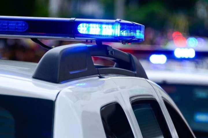 В Києві введено план «Перехоплення»: троє в масках обстріляли авто і викрали гроші