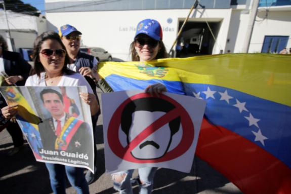 Італійський уряд офіційно не підтримав Гуайдо через «Рух 5 зірок», що входить в урядову коаліцію, який раніше висловлював симпатію Мадуро - Уряд Італії закликав Венесуелу провести «прозорі вибори»