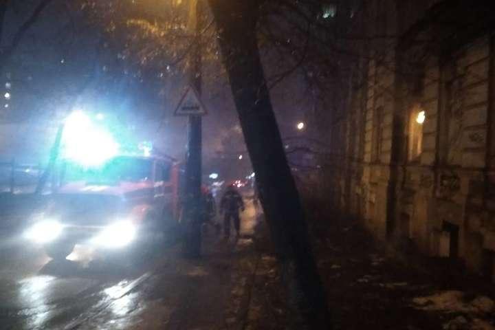 Пожежа сталася близько 18 години - Біля метро «Лук'янівська» у Києві загорівся будинок (фото)