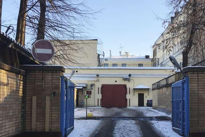 <span>Українських моряків утримують у СІЗО</span><span>«Лефортово» в Москві</span> - Українських моряків у Лефортово шантажують побаченнями з рідними − адвокат