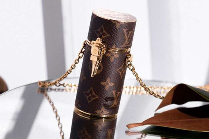Модницам на заметку: Louis Vuitton выпустили чехлы для помады