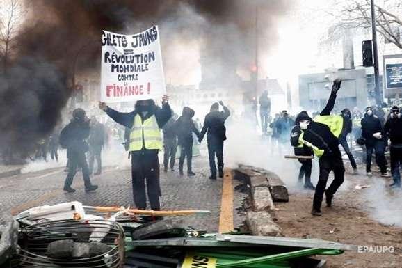 Масштабні протести «жовтих жилетів» розпочалися у Франції 17 листопада минулого року - Суди Франції масово судять учасників руху «жовті жилети»