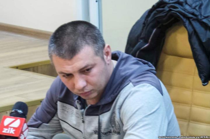 Василя Мельникова підозрюють у перевищенні службових повноважень - Поліцейського, який побив активіста, відпустили під заставу