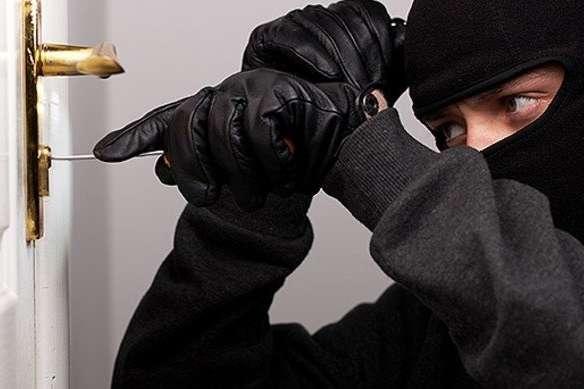 За добу сталося 4 грабежі - Злочинність процвітає: за добу у Києві скоєно майже 200 крадіжок