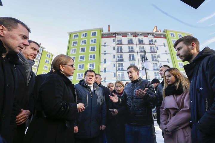 Юлія Тимошенко переконана, що потрібно здешевити кредити: з нинішніх непосильних 20% річних до 3-4%, як у наших західних сусідів - Тимошенко розповіла, як забезпечити молодь житлом