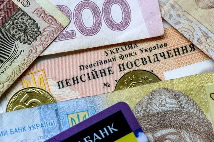 За минулий рік середній розмір пенсії зріс у 1,5 рази, - прем'єр - В Україні вперше пройде автоматична індексація пенсій
