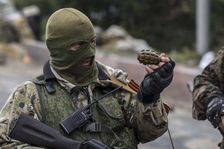 З окупованих районів Донбасу збільшився потік контрабанди зброї до Росії − військова розвідка