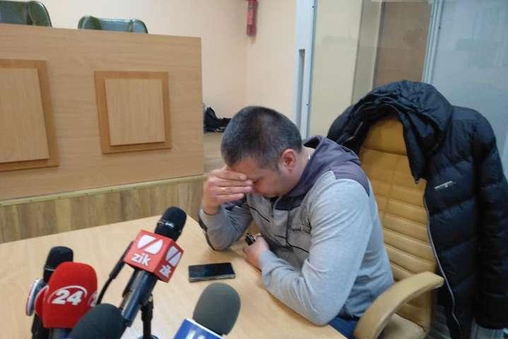 Василь Мельников впевнений, що і активіста він не добивав, і до Бандери ставиться байдуже - Поліцейський, який побив активіста, вийшов із СІЗО і розповів про бійку під відділком по-своєму