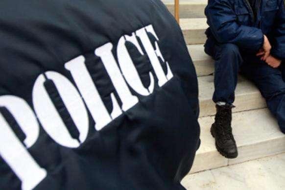 У поліції повідомили, що зловмисники встигли продати банкноти номінальною вартістю 10 тисяч доларів за $2500 - У Греції поліція затримала групу фальшивомонетників