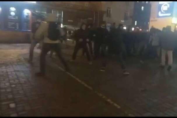У Києві на Хрещатику сталася масова бійка: відео