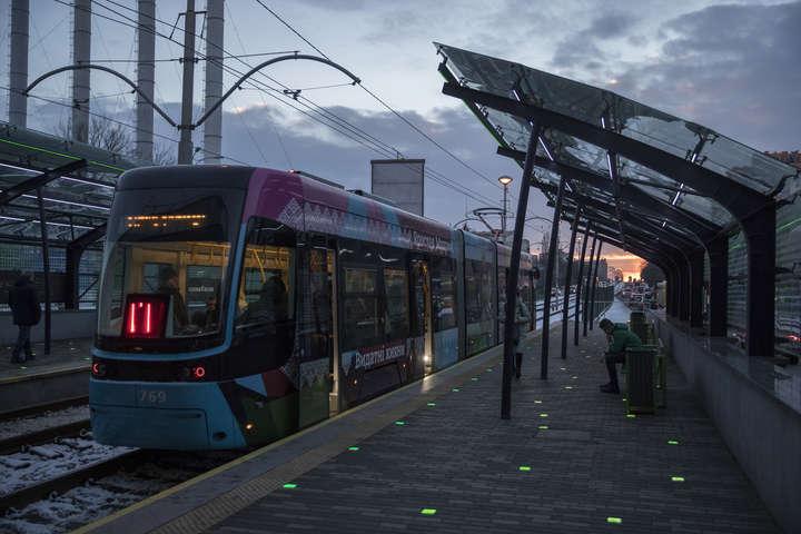 Зупинка трамвая «Вацлава Гавела» - Кличку показали оновлену станцію трамвая: мер у захваті (фото)