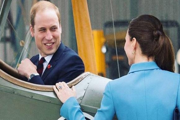 Принц Уильям и Кейт Миддлтон - Принц Уильям попытался порезать неочищенную морковь ножом для хлеба