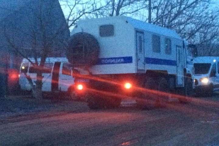 <p>Трьох кримських татар окупанти відвезли в управління ФСБ</p> - В Криму окупанти прийшли із обшуками до кримських татар