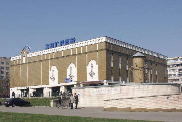 Кінотеатр «Загреб» закрито у звꞌязку з аварійним станом будівлі - У Київраді вирішили знести кінотеатр «Загреб»: що буде на його місці